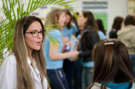 Feira das Profissões Unesc ajuda estudantes a decidir seu futuro
