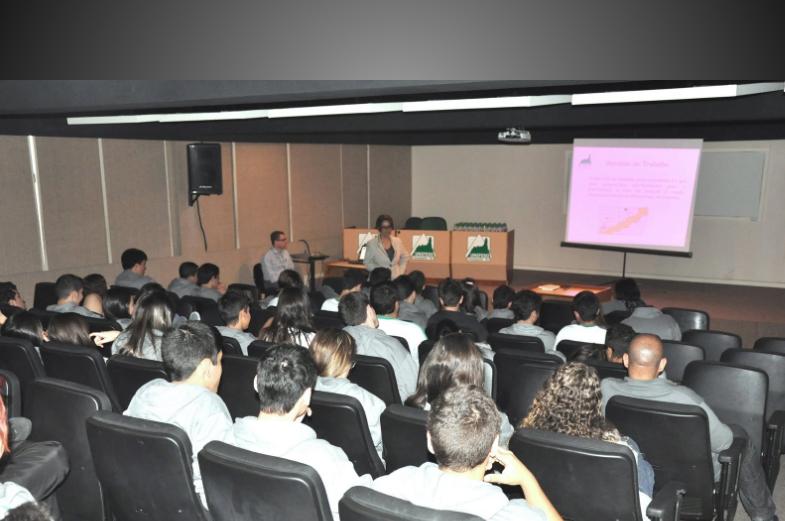 Professores do UNIFESO falam sobre profissões para estudantes do CESO